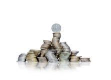 大小组弯曲的堆与德国马克的硬币在上面 免版税图库摄影