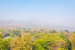 大山(土井素贴)在污染雾,清迈Thail 图库摄影