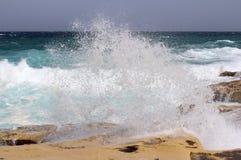 大岩石和地中海,蓝色盐水湖,戈佐岛,马耳他, 4k共和国 免版税库存图片
