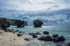大岩石在海洋 免版税图库摄影