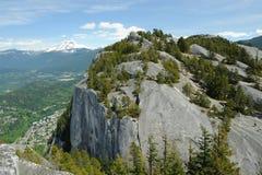 大岩石在Stawamus院长公园 免版税库存照片