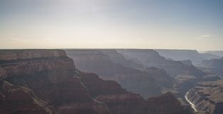 大峡谷和科罗拉多河美好的风景日落的 库存照片