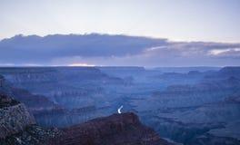 大峡谷和科罗拉多河美好的风景日落的 免版税库存图片