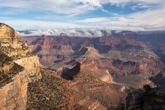 大峡谷国家公园清早在峡谷的南部的部分的冬天 免版税库存照片