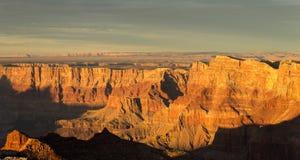 大峡谷国家公园黄昏在峡谷的南部的部分的冬天 库存图片