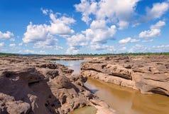 大峡谷惊奇岩石在湄公河, Ubonratchathani Th 免版税图库摄影