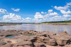 大峡谷惊奇岩石在湄公河 库存图片