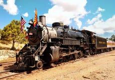 大峡谷村庄,亚利桑那,美国- 2011年9月17日:葡萄酒在驻地的蒸汽机车在大峡谷村庄 盛大加州 免版税库存图片