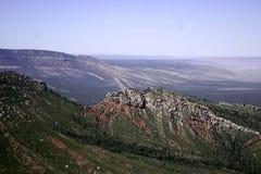 从大峡谷的北部外缘的东部看法 免版税图库摄影
