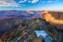 大峡谷的庄严景色在黄昏的 免版税库存图片