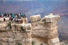 大峡谷的游人 免版税库存照片
