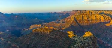 大峡谷的金黄岩石 免版税图库摄影