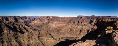 大峡谷西部外缘和科罗拉多河-亚利桑那,美国全景  图库摄影