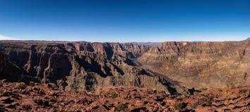 大峡谷西部外缘和科罗拉多河-亚利桑那,美国全景  库存照片