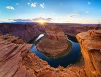 大峡谷马鞋子弯光亮的日落Sunstar 库存图片