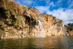 大峭壁和岩层在Texas湖 免版税图库摄影