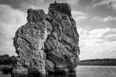 大峭壁和岩层在Texas湖 免版税库存图片