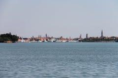大巡航划线员在亚得里亚海,威尼斯运送 库存照片