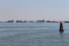 大巡航划线员在亚得里亚海,威尼斯,意大利运送 库存照片