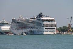 大巡航划线员在亚得里亚海,威尼斯,意大利运送 免版税库存照片
