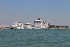 大巡航划线员在亚得里亚海,威尼斯,意大利运送 免版税图库摄影