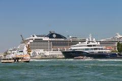 大巡航划线员在亚得里亚S运送和小游船 库存图片