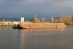 大工业河驳船 免版税图库摄影