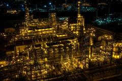 大工厂管子和大厦  免版税库存照片