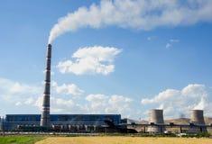 大工厂,热电站,全球性变暖烟上升 免版税图库摄影