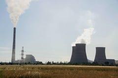 大工厂,热电站,全球性变暖烟上升 库存图片
