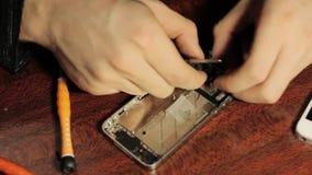 大师修理手机 智能手机的芯片和细节 影视素材
