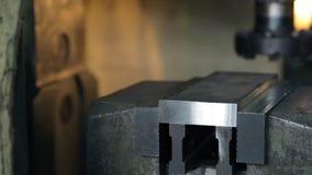大师投入在工厂里面的铁部分被适应的标本 股票录像