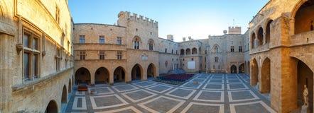 大师的全景宫殿骑士罗得岛是中世纪城堡在城市 免版税库存图片