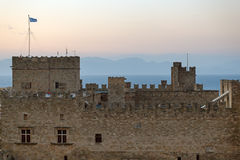 大师的宫殿在日落的 Lindos 希腊 库存图片