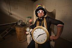 大帽子和时钟的装腔作势者 库存照片