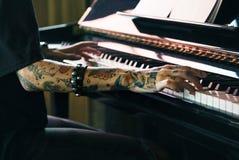 大平台钢琴钢琴演奏家音乐家执行者曲调概念 库存图片