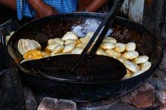 大平底锅油煎的印地安饼 免版税库存照片