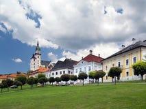 大广场在中世纪Kremnica镇 免版税图库摄影