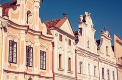 大广场在有著名16世纪房子的Telc 免版税库存图片