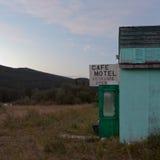 大开咖啡馆汽车旅馆废墟结构的前门 库存照片