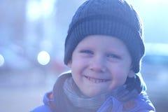 大微笑和男孩 免版税库存图片