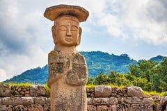 大或巨人菩萨雕象在韩国 库存照片