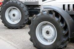 大拖拉机轮胎 免版税图库摄影
