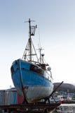 大拖轮在港口公园 免版税库存照片