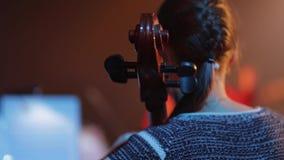 大提琴 在大提琴的Musicant戏剧 股票录像