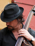 大提琴球员在布宜诺斯艾利斯 免版税库存图片