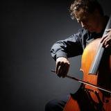 大提琴球员或大提琴手执行 免版税库存图片