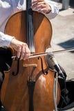 大提琴街道音乐家 免版税库存照片