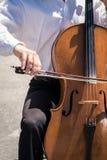大提琴街道音乐家 免版税库存图片