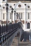 大教堂、桥梁和灯笼在莫斯科 免版税库存图片